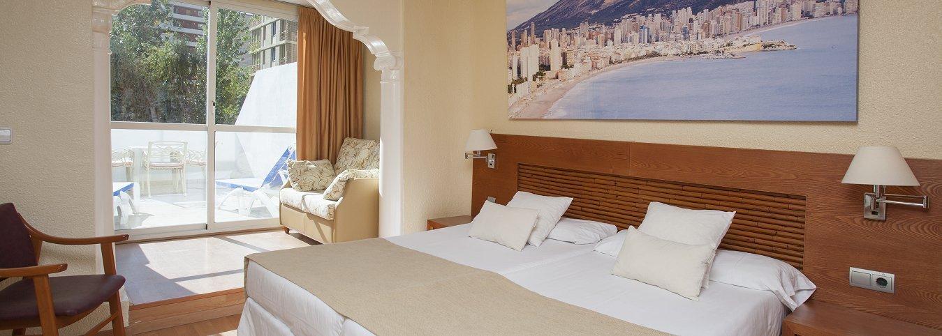 Habitación Junior con vista Piscina - Magic Villa Benidorm Hotel
